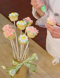 A Beautiful Spring Cupcake Bouquet for Mother's Day
