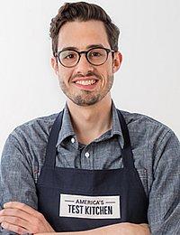 Read about CIA alumnus, Dan Souza, chef-author