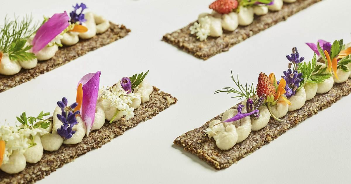 flax seed almond crackers og image