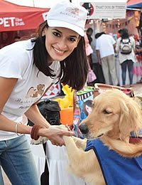 Photo of CIA baking & pastry alumna, Akanksha Arora and a furry friend