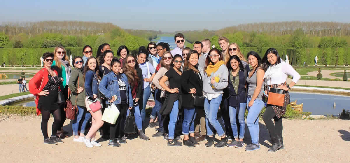Photo of CIA students at Versaille