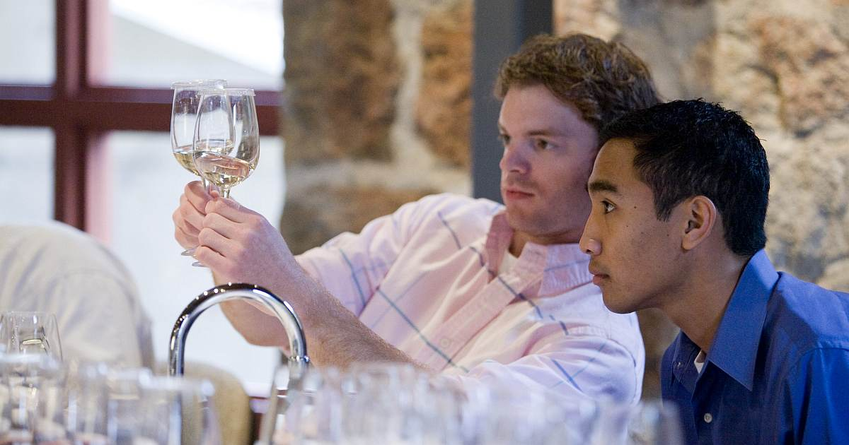 how-to-become-sommelier-2 image