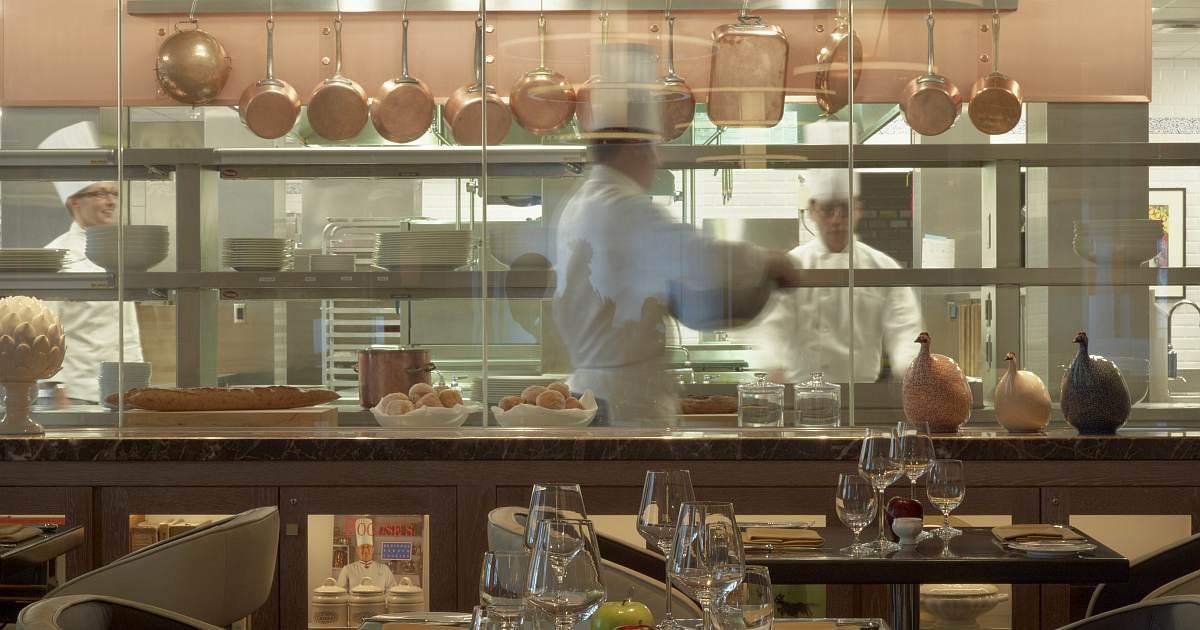 N in Restaurateur og 2 image