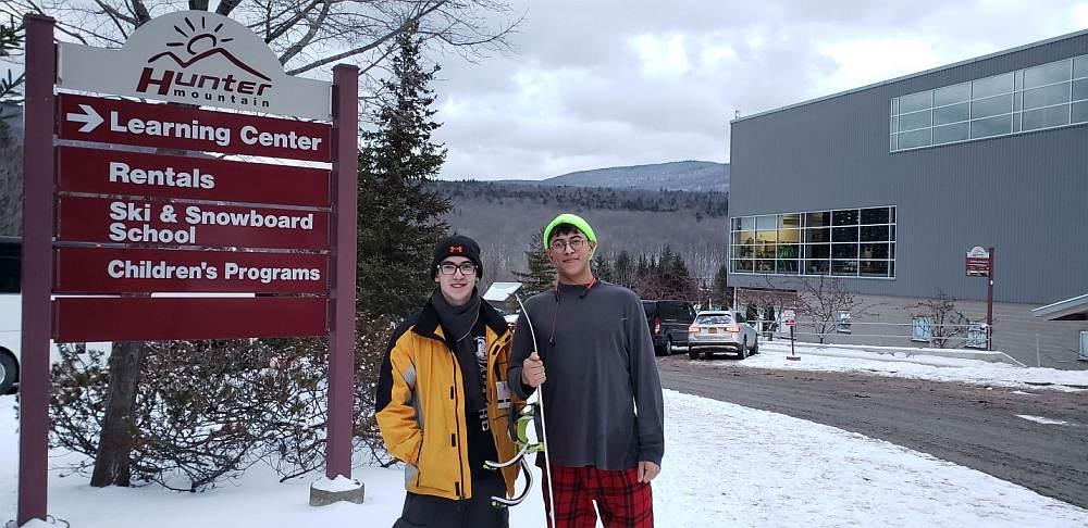 cia students ski hunter slopes 2 image