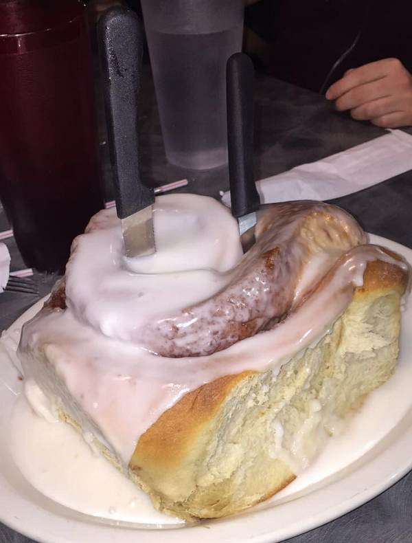 3 pound cinnamon roll image
